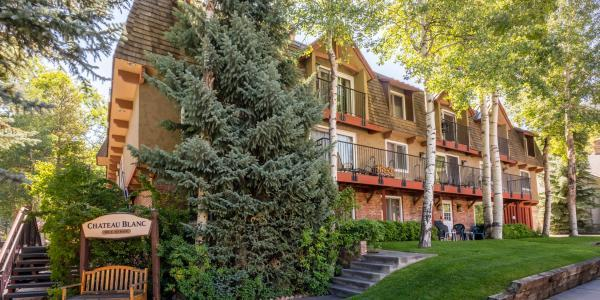 Exterior of Chateau Blanc Condos in Aspen