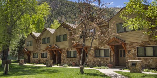 Exterior of the Clarendon Vacation Rentals in Aspen