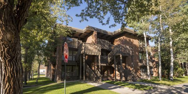 Exterior of the Cottonwoods Condo Rentals in Aspen
