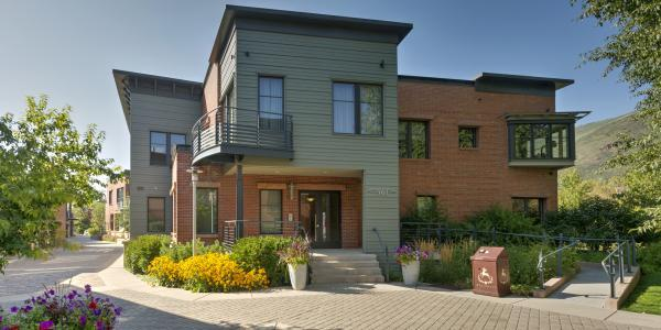 Exterior of Obermeyer Place Vacation Rentals in Aspen